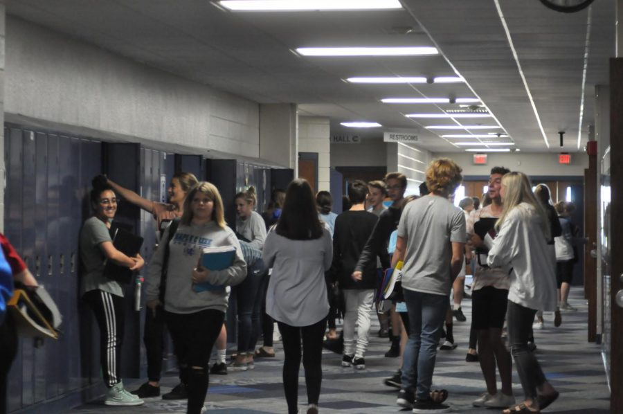 Passing period in the freshman center. The freshman class of 2023 is the first to be affected by the new graduation requirements.