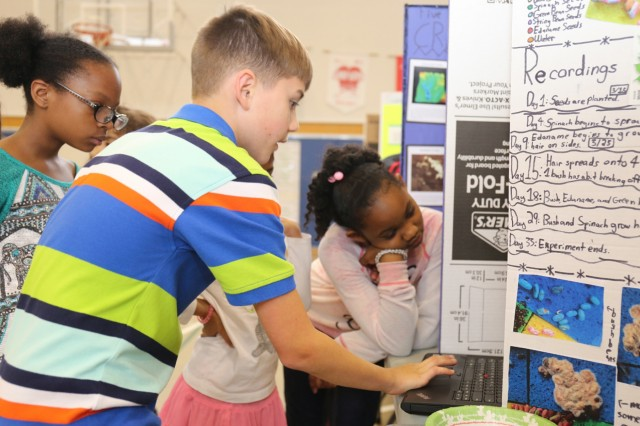 kids engaging in interactive learning, similar to the projects done in PEAK photo courtesy of Creative Commons