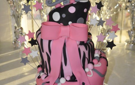 A sweet 16 birthday cake. Photo courtesy of Creative Commons.